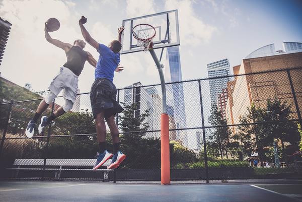 バスケユニフォームの発汗性と通気性の重要性について